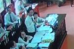 Video: Tòa ngăn luật sư của bị cáo Hoàng Công Lương hỏi đại diện Bộ Y tế