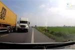 Clip: Container lấn làn, suýt gây tai nạn kinh hoàng