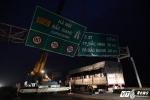 Ảnh: Gãy giàn biển báo giao thông, hàng loạt phương tiện 'chôn chân' trên cao tốc Hà Nội - Bắc Giang