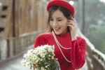 'Bản sao' Angela Phương Trinh khoe sắc trong bộ ảnh rực rỡ bên cầu Long Biên
