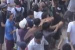 Hàng trăm 'cô hồn sống' tranh nhau giật tiền lẻ, náo loạn đường phố Sài Gòn