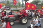 Clip: CĐV lái 4 máy cày 'chất như nước cất' đi đón Olympic Việt Nam