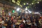 Tin Việt Nam sẽ thắng Malaysia, nhiều mặt hàng 'ăn theo' trận chung kết bắt đầu đội giá