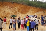 Mỏ khai thác đất trái phép đổ sập, đè chết tài xế xe tải