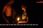 Video: Dân vùng lụt Hà Nội mò mẫm sinh hoạt trong đêm tối, nước mênh mông nhà