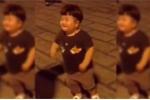 Cậu bé đáng yêu nhún nhảy giữa phố 'đốn tim' cộng đồng mạng