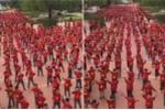 Clip: Cô trò trường tiểu học ở Hà Nội đồng diễn khí thế cổ vũ tuyển Việt Nam