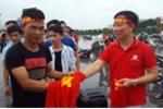 Chu doanh nghiep xuong duong tang 5.000 ao sao vang co vu Olympic Viet Nam hinh anh 3