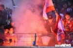 Hooligan đốt pháo sáng, CLB Hà Nội và Hải Phòng cùng bị phạt nặng