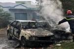 Dân đốt rác rồi bỏ đi, 2 xe ô tô bị thiêu rụi