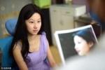 Gia đình phản đối, cô gái trẻ vẫn phẫu thuật thẩm mỹ giống Lưu Diệc Phi