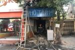 Video: Hiện trường vụ hỏa hoạn thiêu rụi cửa hàng phở ở Hà Nội