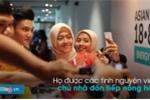 Video: U23 Việt Nam bị nữ tình nguyện viên nước chủ nhà vây kín chụp ảnh