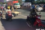 Điều tra nguyên nhân xe tải cán qua xe máy khiến 2 người thương vong ở Bình Dương