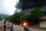 Cháy ngùn ngụt ở chợ cửa khẩu Tân Thanh, hàng hoá chìm trong biển lửa