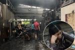 Cháy nhà xưởng, 8 người chết và mất tích: Mẹ khóc ngất chờ ngóng tin con trai