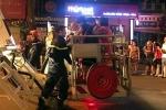 Hà Nội: Cháy nhà 4 tầng, lính cứu hỏa giải cứu 7 người mắc kẹt