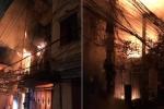 Clip: Nhà 4 tầng ở Hà Nội cháy ngùn ngụt, lính cứu hỏa căng mình dập lửa