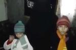 Clip sốc: Mẹ ôm hôn, tiễn 2 con gái nhỏ lên đường đi đánh bom tự sát
