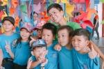 Hoa hậu H'Hen Niê đón Tết thiếu nhi sớm cùng các bé làng trẻ SOS
