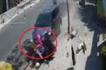 Clip: Ô tô 'điên' tông nát 2 xe máy, hất văng nhiều người ở Vũng Tàu