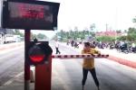 Hỗn loạn tại BOT Sóc Trăng: Nữ hành khách bẻ gãy barie giúp tài xế lái xe qua trạm