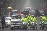 Clip: Đoàn xe của ông Kim Jong-un lăn bánh trên đường phố Hà Nội