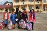 Chiến sỹ an ninh mang hơi ấm đến với trẻ em Lào Cai trong ngày đầu năm