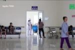 Video: Vợ kêu đau, chồng lăng mạ, hành hung nữ bác sỹ và điều dưỡng