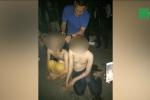 Cảnh sát Indonesia cạo đầu phụ nữ chuyển giới, bắt mặc quần áo nam
