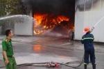 Ảnh: Lửa bốc cháy cuồn cuộn thiêu rụi nhà xưởng ở Hải Phòng