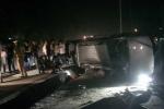 Cảnh sát nổ súng vây bắt ôtô chở hàng trăm bánh ma túy như phim hành động