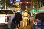 Hành động ấm áp tình người của CSGT Hà Nội giữa đêm đông giá lạnh