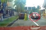 Clip: Thót tim cảnh bé trai bị ô tô chèn qua người vẫn đứng bật dậy