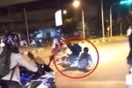 Clip: Dừng đèn đỏ vẫn 'ngứa tay' vặn ga, 2 thanh niên lĩnh trái đắng
