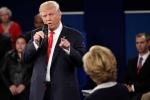 Thấy đối thủ quá hưng phấn, tỷ phú Trump thách bà Clinton xét nghiệm ma túy