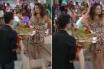 Chàng trai cầu hôn bạn gái thất bại, đám đông vỗ tay giòn giã