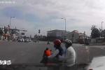 Nữ 'ninja' tạt đầu ôtô cực nguy hiểm khiến tài xế chỉ biết kêu trời