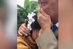 Xúc động khoảnh khắc bố khóc nức nở tiễn con gái đi lấy chồng