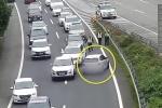 Clip: Nữ tài xế hồn nhiên quay đầu ô tô trên cao tốc và cái kết đắng