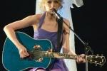 Suc hut, su quyen ru va dang cap ngoi sao cua Taylor Swift hinh anh 3