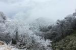 Ảnh: Mới đầu đông, băng giá đã phủ kín nhiều đỉnh núi phía Bắc