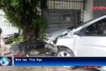 Ôtô lao vun vút tông nát xe máy, 3 mẹ con văng xa hàng chục mét