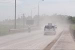 Kinh hoàng nhìn bão bụi cuồn cuộn trên đường, dân Thủ đô 'sống dở chết dở'