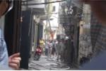 Ngôi nhà 3 tầng trên phố Hà Nội bốc cháy ngùn ngụt