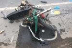 Ô tô tông 3 xe máy, 6 người thương vong lúc rạng sáng