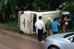 Xe khách chở 29 người lật nhào ở Quảng Ninh