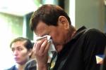 Tổng thống Philippines ôm mặt khóc khi nghe tin nạn nhân vụ cháy trung tâm thương mại