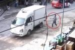 Tài xế quên khóa phanh, xe tải trôi tự do xuống dốc gây tai nạn ở Bắc Giang