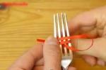 Học cách thắt cả trăm kiểu nơ từ 1 chiếc nĩa